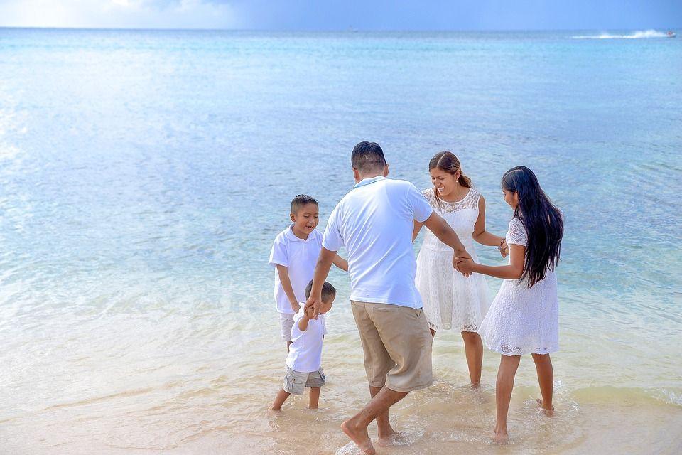 family-2432568_960_720